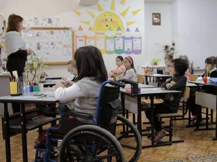Образовательные учреждения в России обяжут обеспечить условия для обучения детей-инвалидов