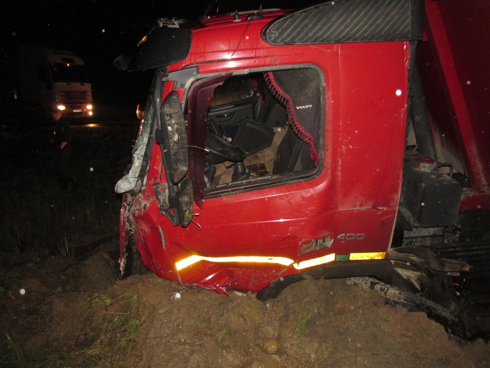 Водитель погиб в лобовом столкновении с грузовиком в Вологодской области