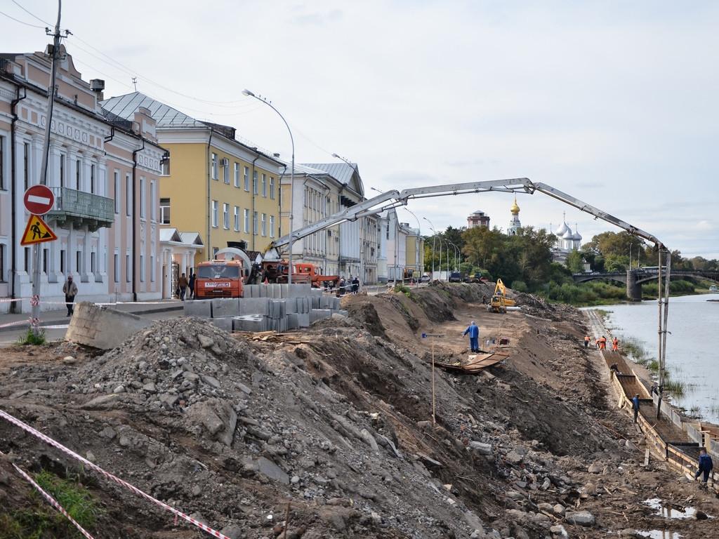 Смотровую площадку начали монтировать на набережной реки Вологды