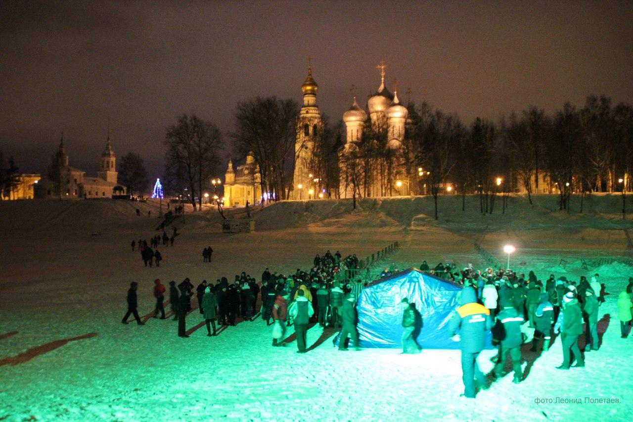 В Крещенскую ночь в купели в Вологде окунулись 1100 человек