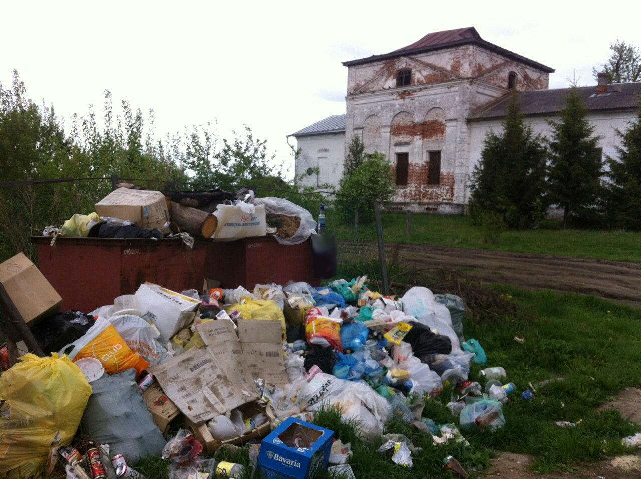 Власти Вологодского района вывезли мусор только тогда, когда жители выложили фото свалки в интернет