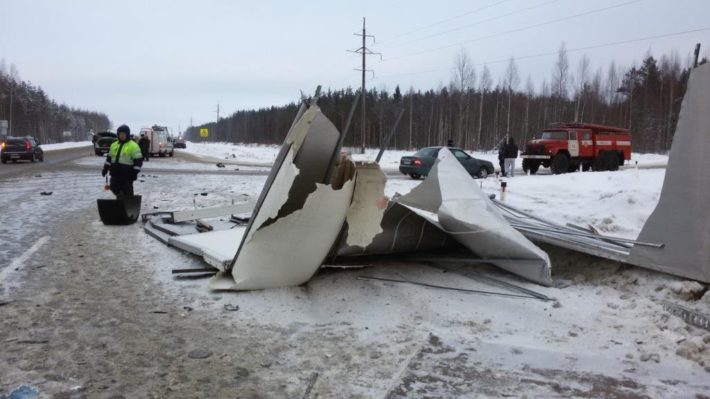 ВЧереповецком районе столкнулись 3 автомобиля, умер 1 человек