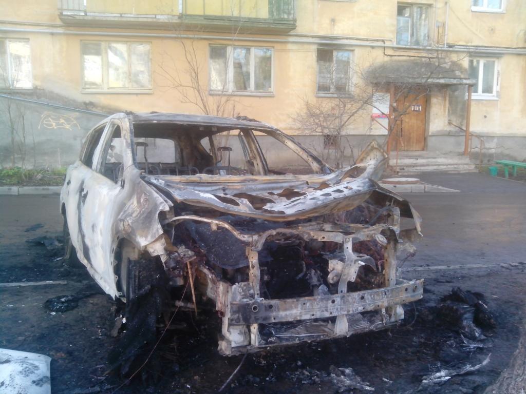 Дорогой кроссовер сгорел ночью в Вологде