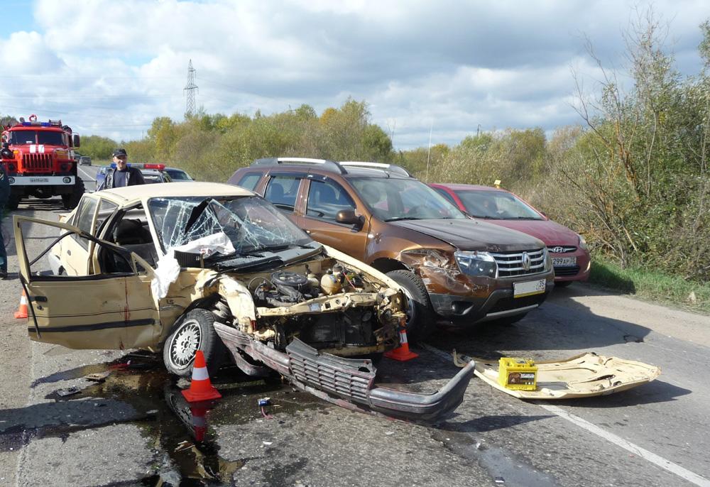 В Череповецком районе из-за пьяного водителя без прав пострадали шесть человек