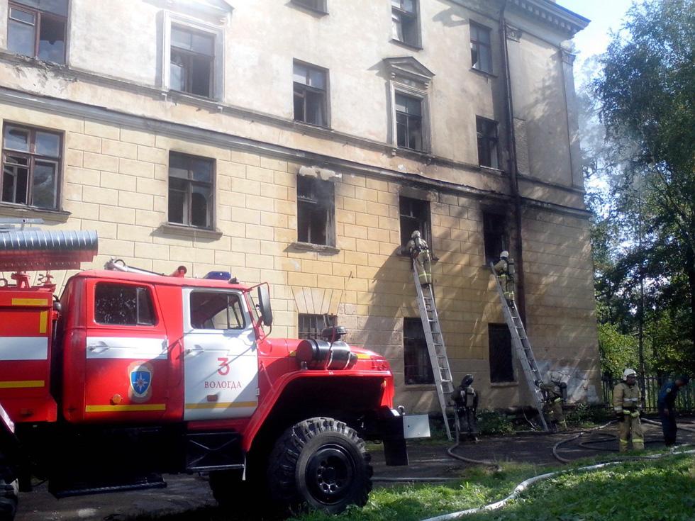 Из-за пожара на Чернышевского в Вологде затруднено движение