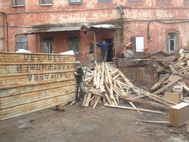 Реставрацией бывшей первой поликлиники в Вологде занимаются гастарбайтеры?