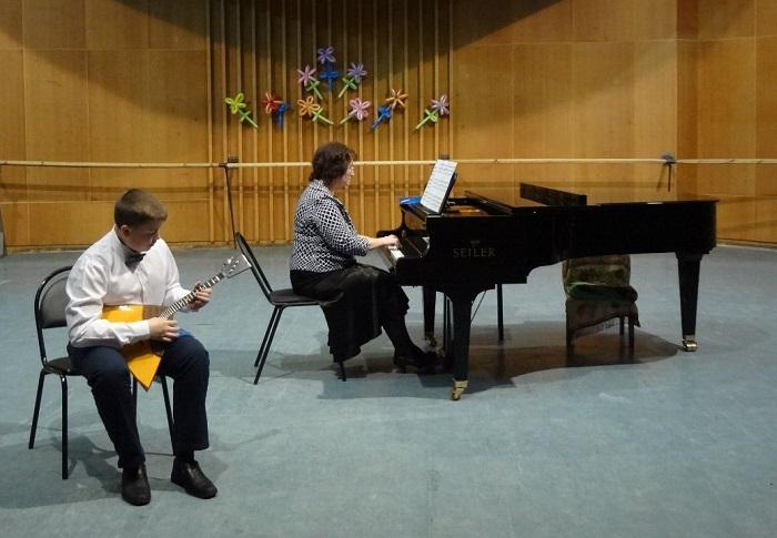 Жители Харовска отстояли в суде незаконность объединения музыкальной школы с центром допобразования