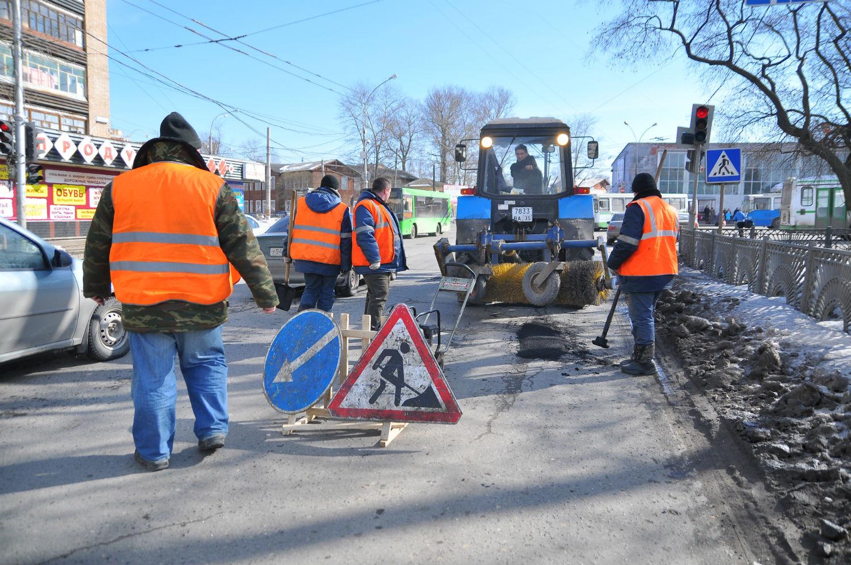 Работы по ямочному ремонту в Вологде ведут шесть бригад