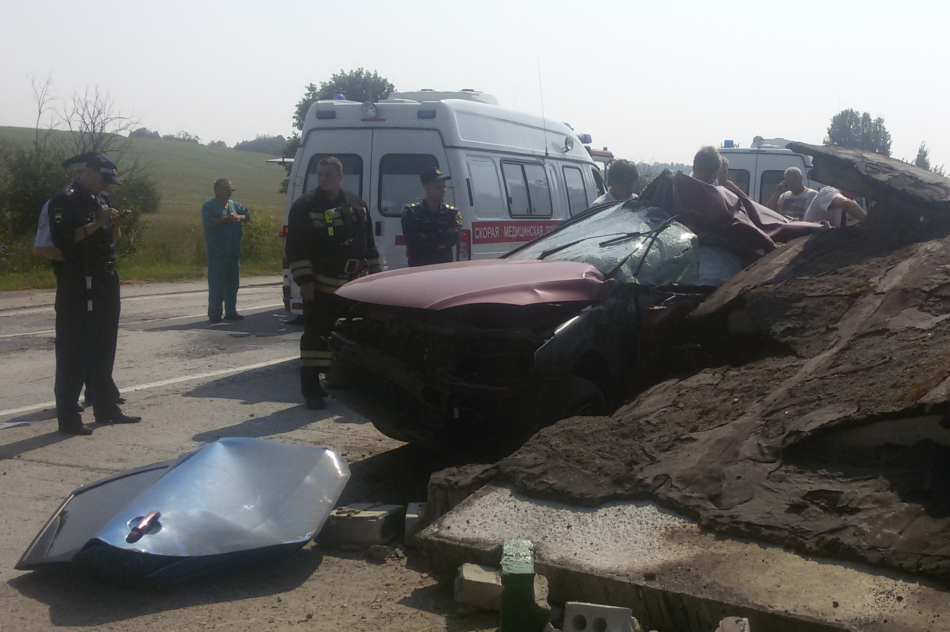 В Череповецком районе машина врезалась в остановку