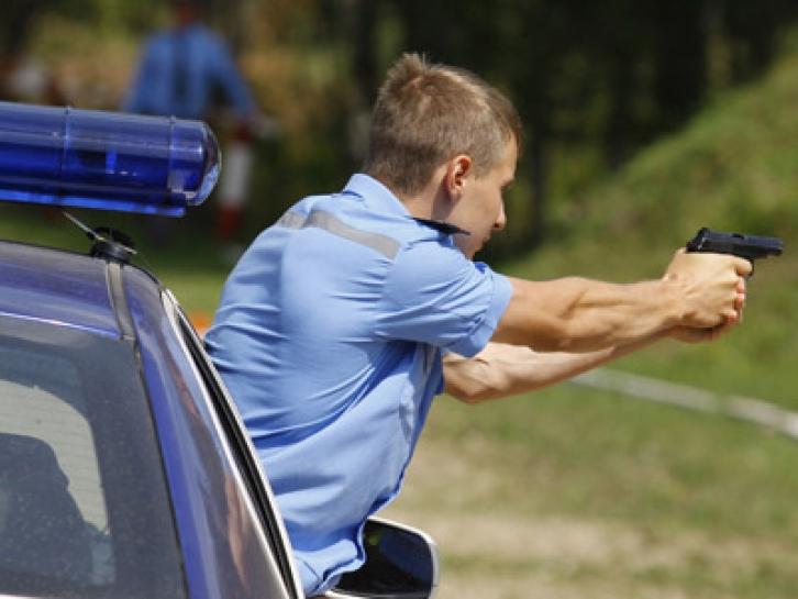 В Череповце пьяный водитель пытался убежать от полицейских после выстрелов по колесам