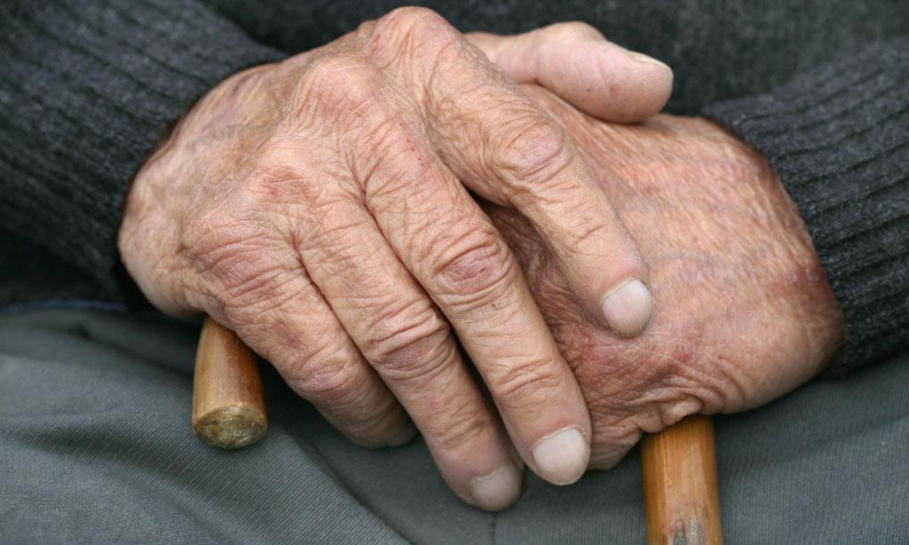 В Вологде трое молодых людей ограбили 89-летнего пенсионера