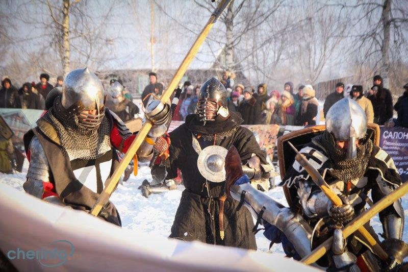 Средневековые бои второй день идут в усадьбе Гальских