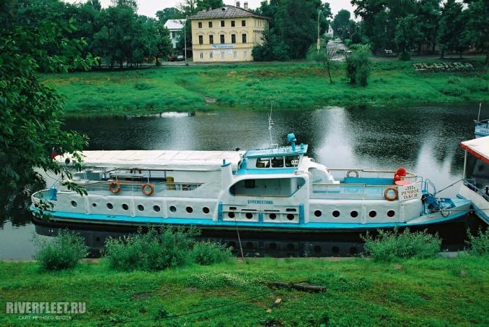 """Теплоход """"Буревестник"""" на реке Вологде нарушал правила перевозки пассажиров"""