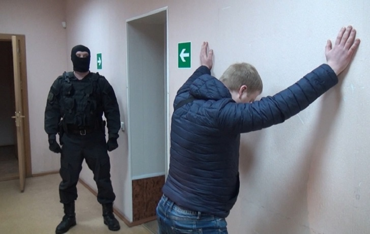 """Вологжанин заработал  на """"торговле"""" российским гражданством 2 млн рублей"""