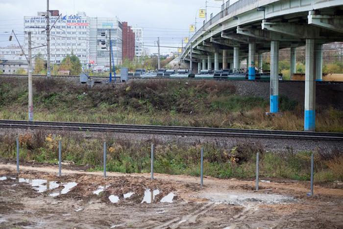 Опасный ж/д переход под Ленинградским мостом в Вологде оградят