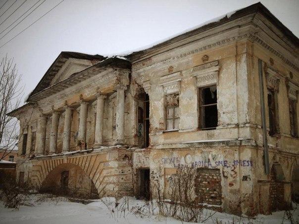Чиновники и депутаты проведут субботники на «Скулябинской богадельне» в Вологде и других памятниках