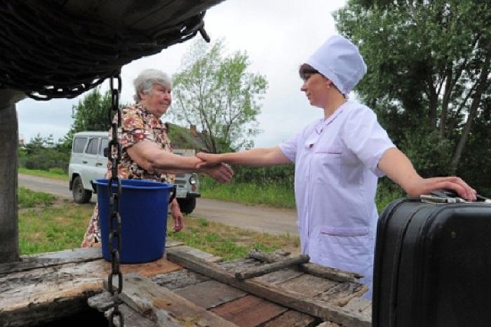 30 врачей планируют привлечь на работу в села Вологодской области