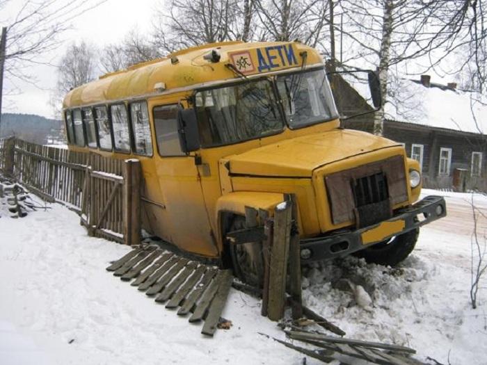 Пьяный водитель школьного автобуса сбил ребенка в Вологодской области