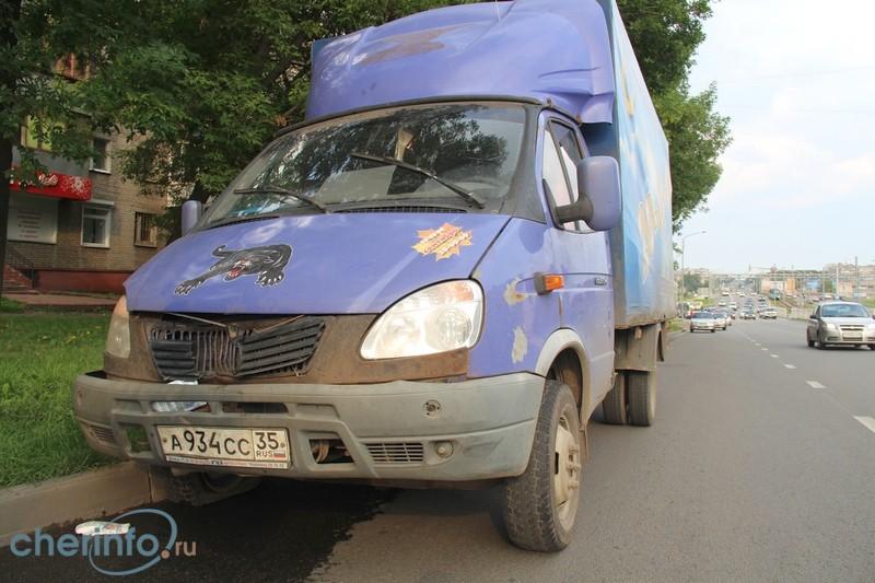 """В Череповце школьница, которую на """"зебре"""" сбил водитель без прав, умерла в больнице"""