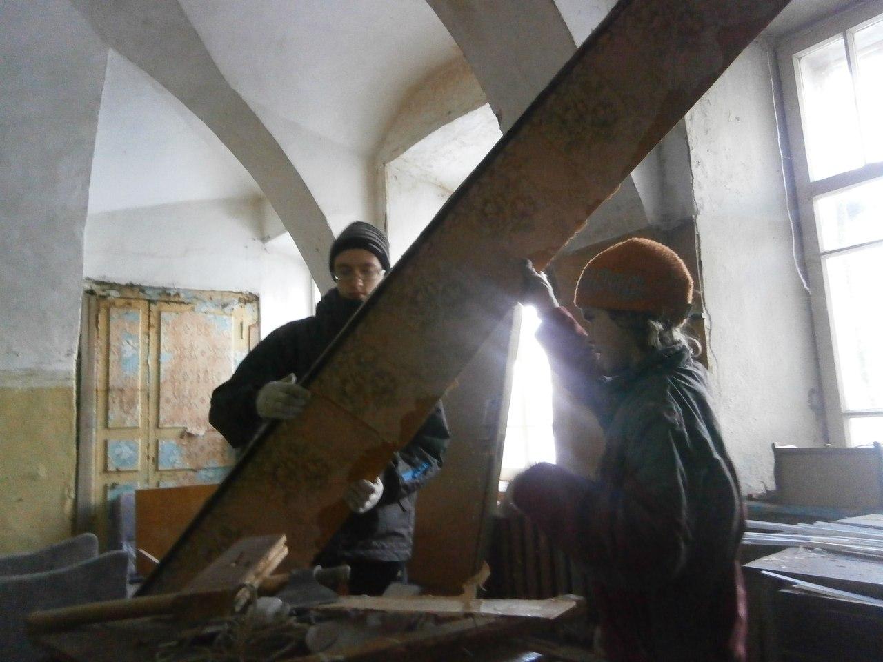 Московские школьники помогают возрождать усадьбу под Вологдой