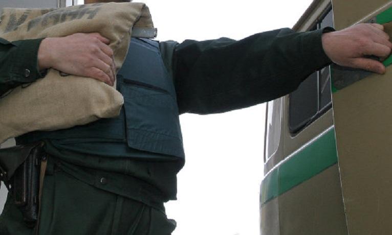 Вологжане пытались отобрать у инкассаторов миллион рублей