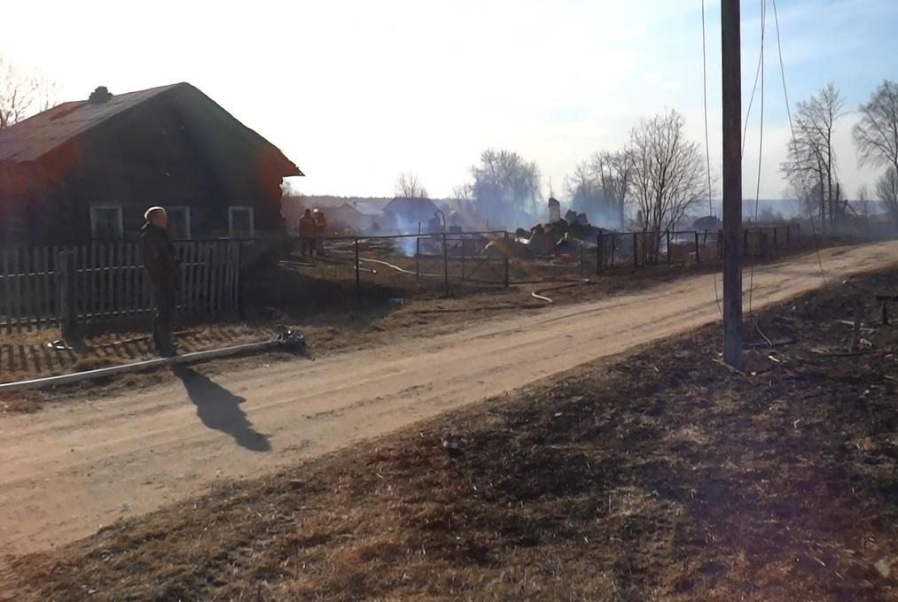Пострадавшая в пожаре жительница деревни Бучеровская вернулась в горящий дом за документами