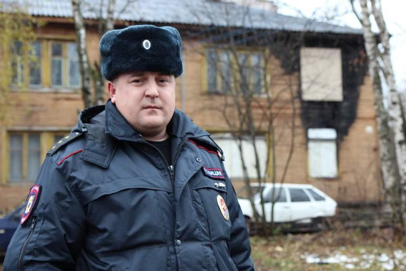 Полицейские спасали людей и выносили газовые баллоны из пожара на Саммера в Вологде