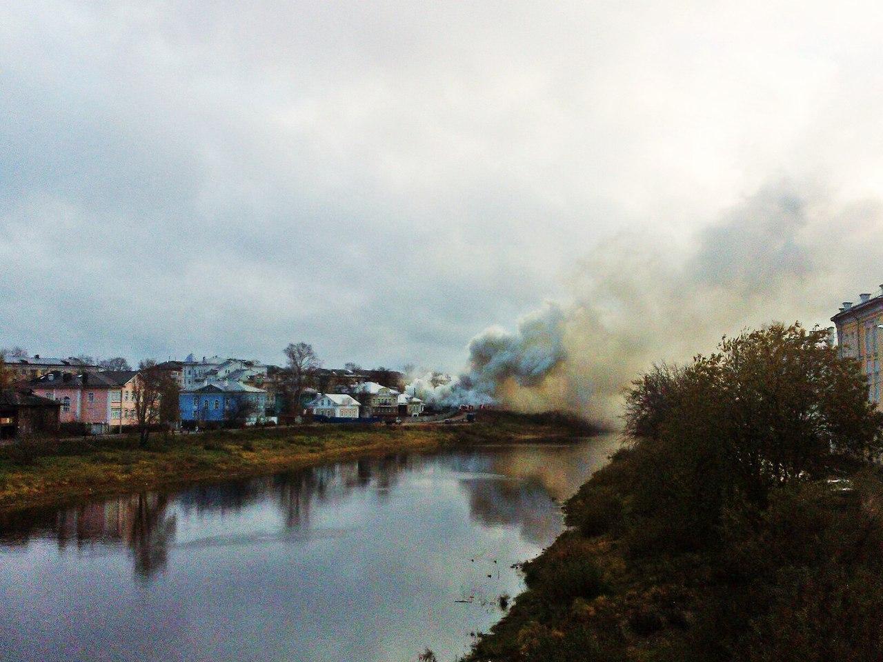 ГУ МЧС: старый дом на Набережной в Вологде, вероятно, подожгли