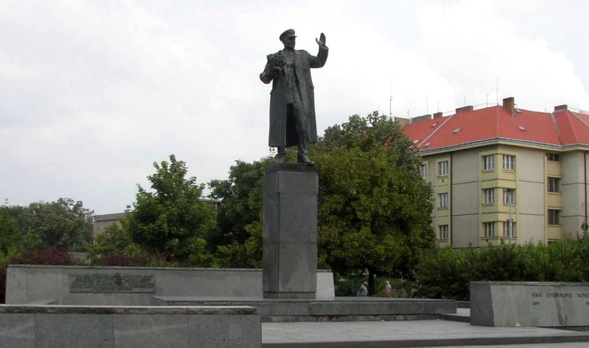 Вологодский губернатор просит мэра Праги сохранить памятник маршалу Коневу
