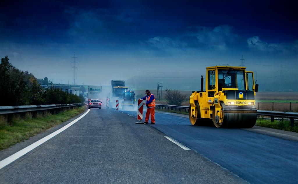Проверяющие пытались нажиться на строительстве дороги в Вологодской области