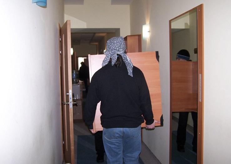 Помощь в перестановке шкафа обошлась жителю Кирилловского района в 95 тысяч рублей
