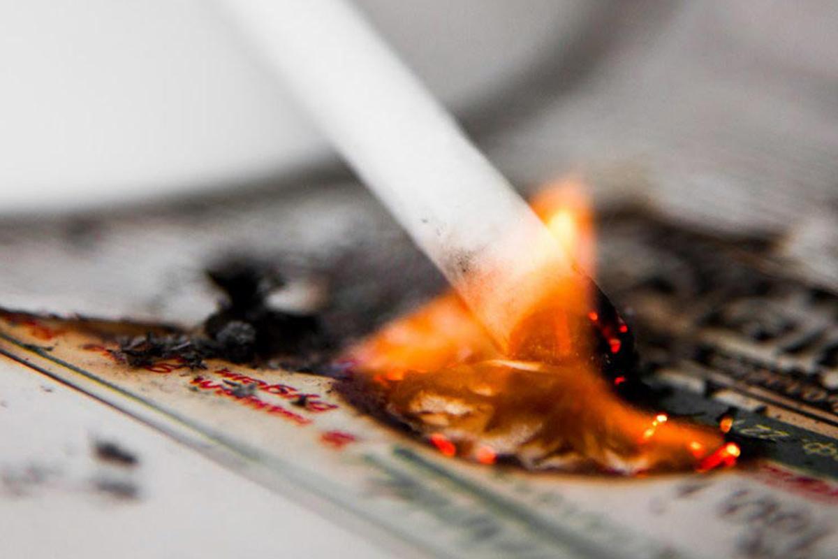 В Тотемском районе мужчину вытащили из тлеющей постели, но он вновь уснул с сигаретой и погиб