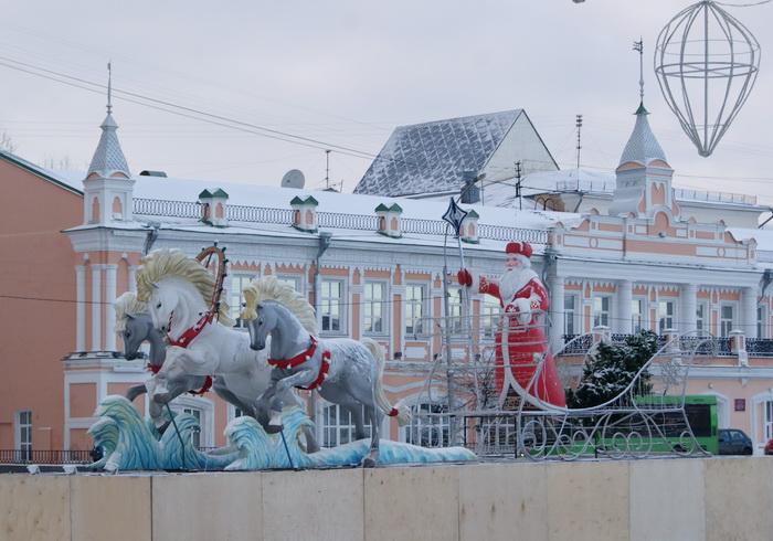 В новогоднюю ночь в Вологде устроят световое шоу и выступит духовой оркестр Дедов Морозов