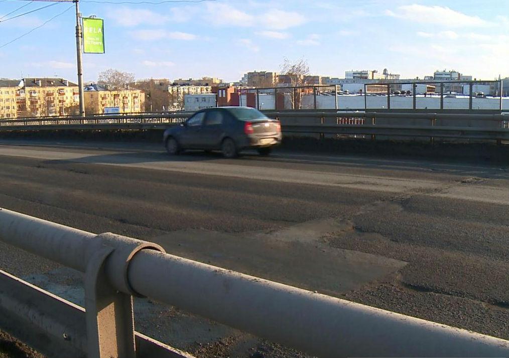 Кохер в действии: Ленинградский мост вновь «залатали» в Вологде