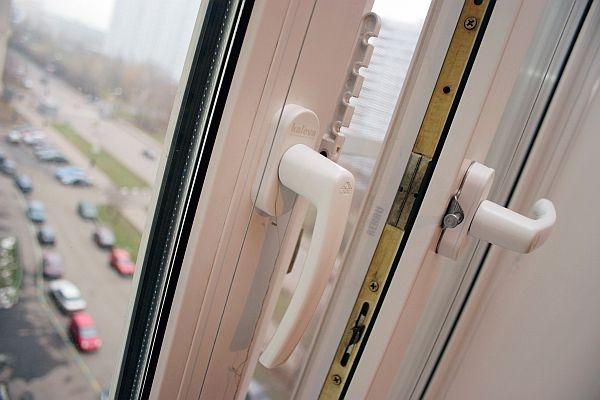 В Череповце 34-летняя женщина разбилась, выпав из окна многоэтажки