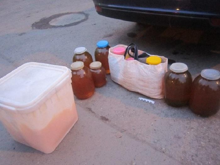 Полиция просит вологжан не выкидывать фальшивый мед, купленный у мошенников