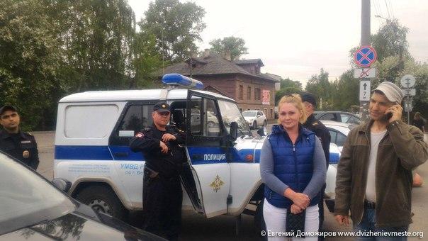В Вологде забрали в полицию людей, раздававших оппозиционные газеты
