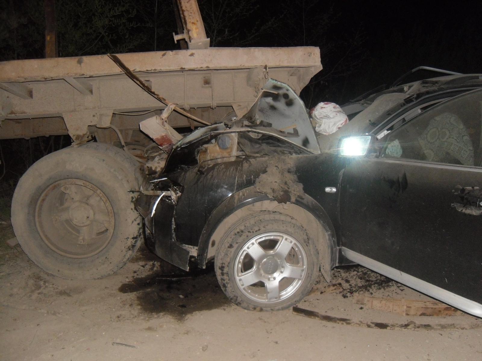 Ночное ДТП: «Ауди» врезалась в грузовой прицеп в Грязовце