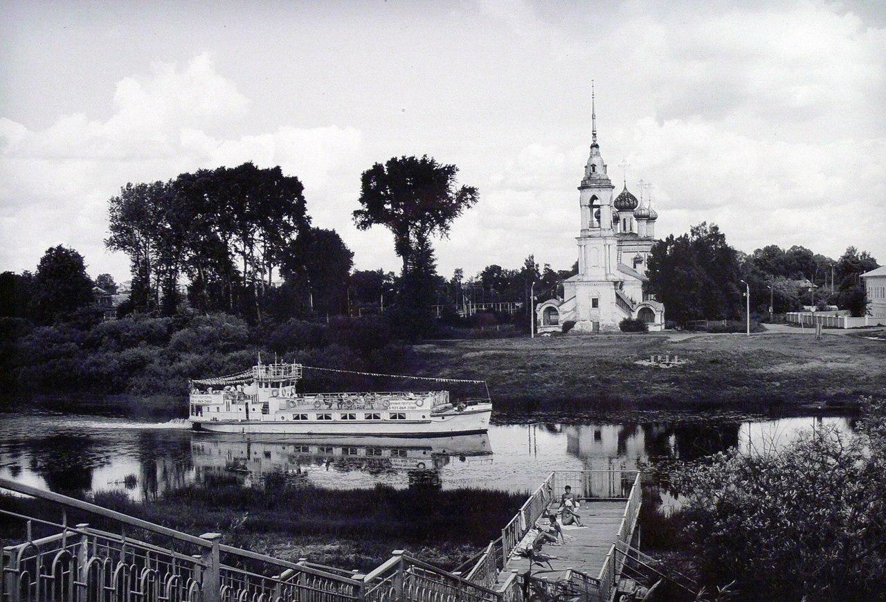 «Тихие улочки родного города»: Вологда в черно-белых фотографиях