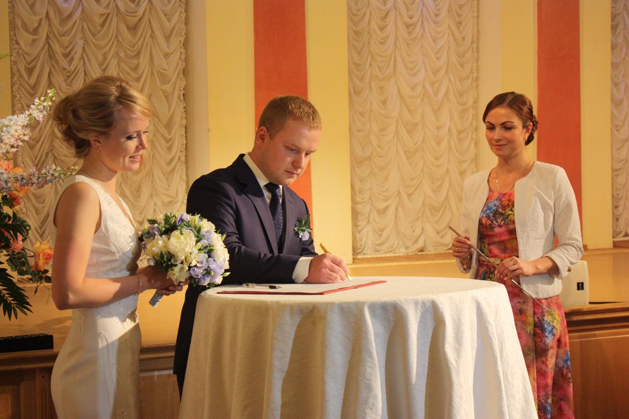 В Вологде сыграли 9 свадеб в День семьи, любви и верности