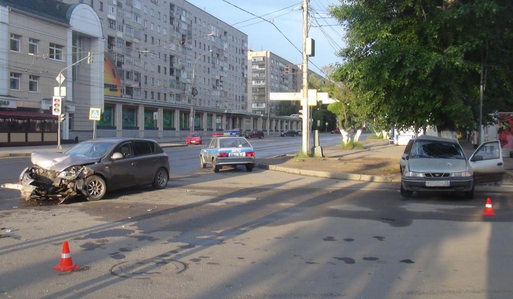 Трое пострадали в ночном ДТП в Вологде