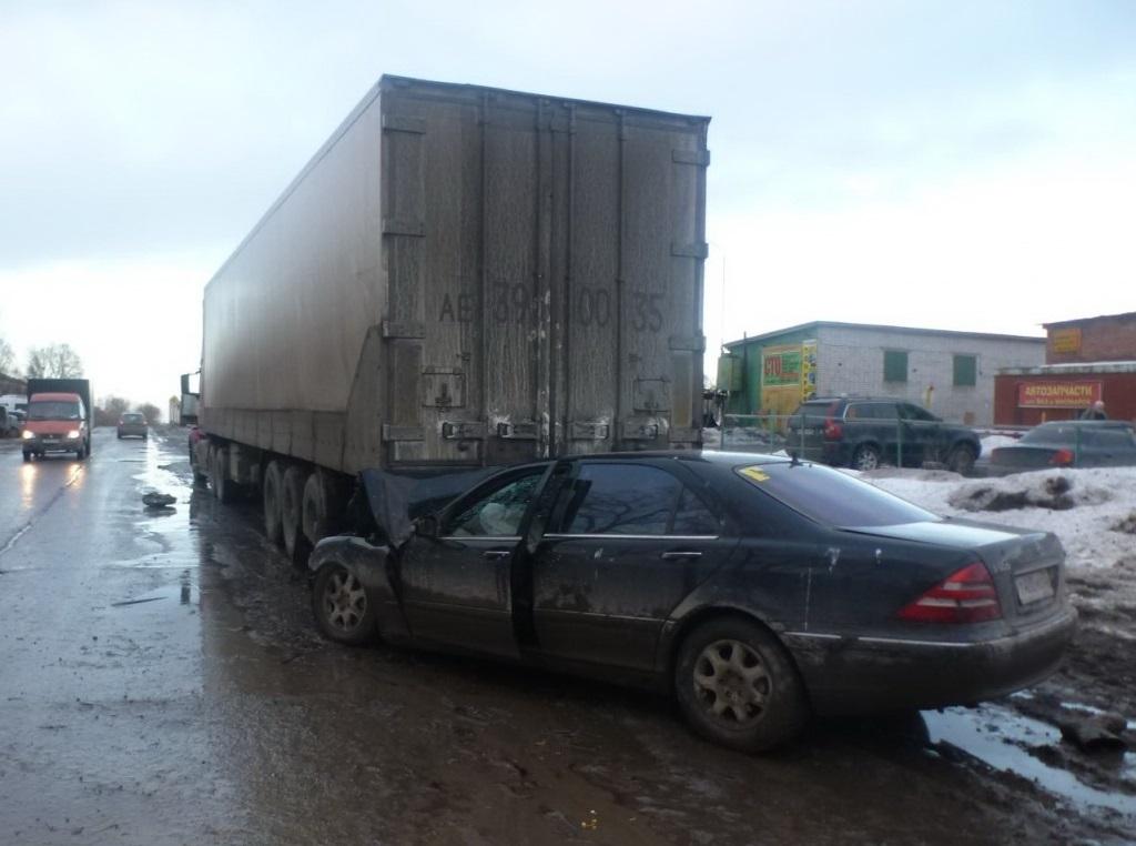 В Вологде водители без прав стали виновниками двух ДТП