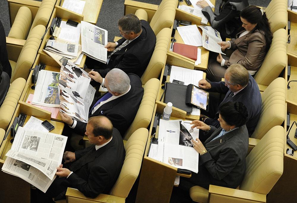Зарплаты в Госдуме и Совете федерации в 2015 году выросли на 30-40%