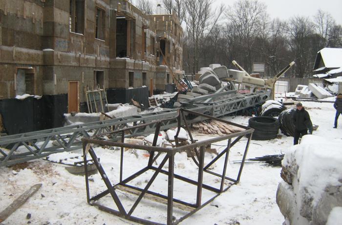 Башенный кран упал в Вологде