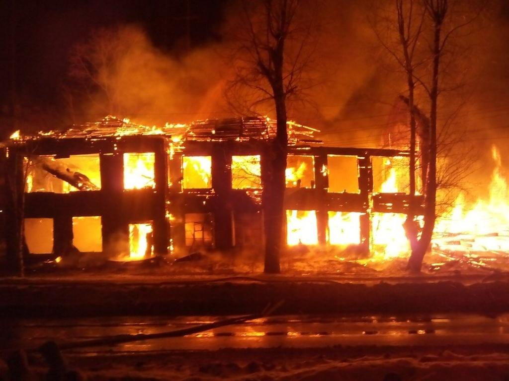 Дом, готовящийся под снос, сожгли в Вологде