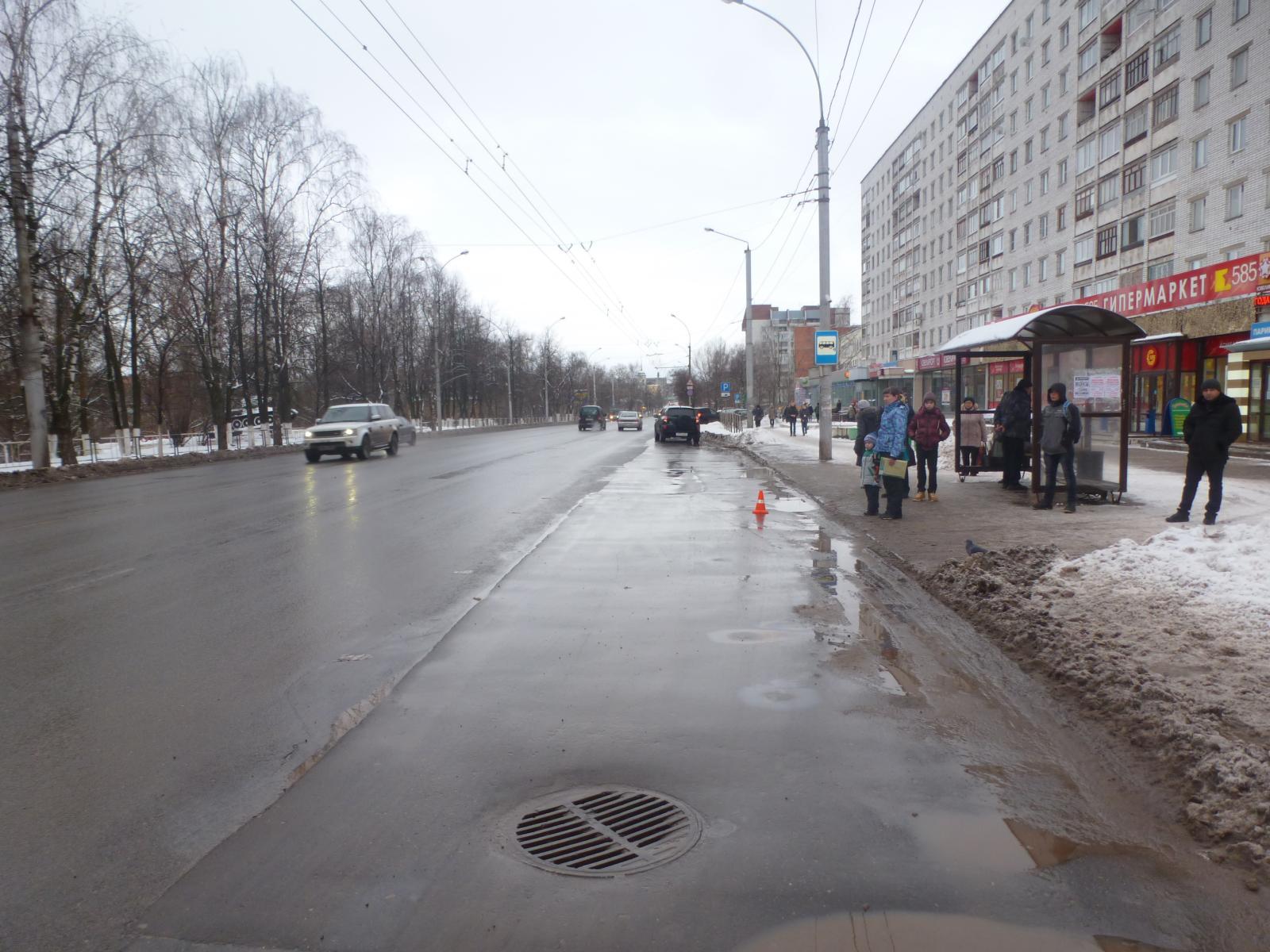 Четырехлетнего ребенка зажало в дверях автобуса в Вологде