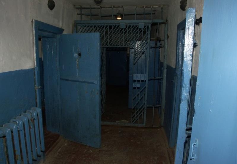 Больше 50 взяток получил сотрудник исправительной колонии в Соколе