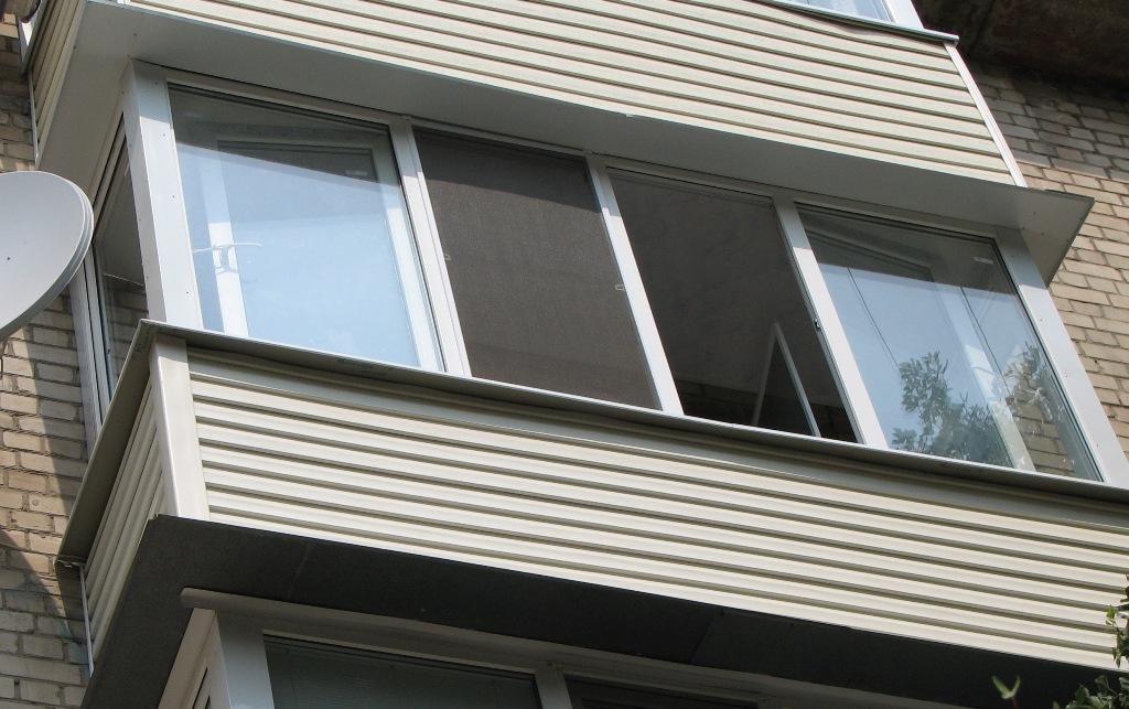 83-летняя вологжанка пыталась спуститься на землю с балкона 3 этажа
