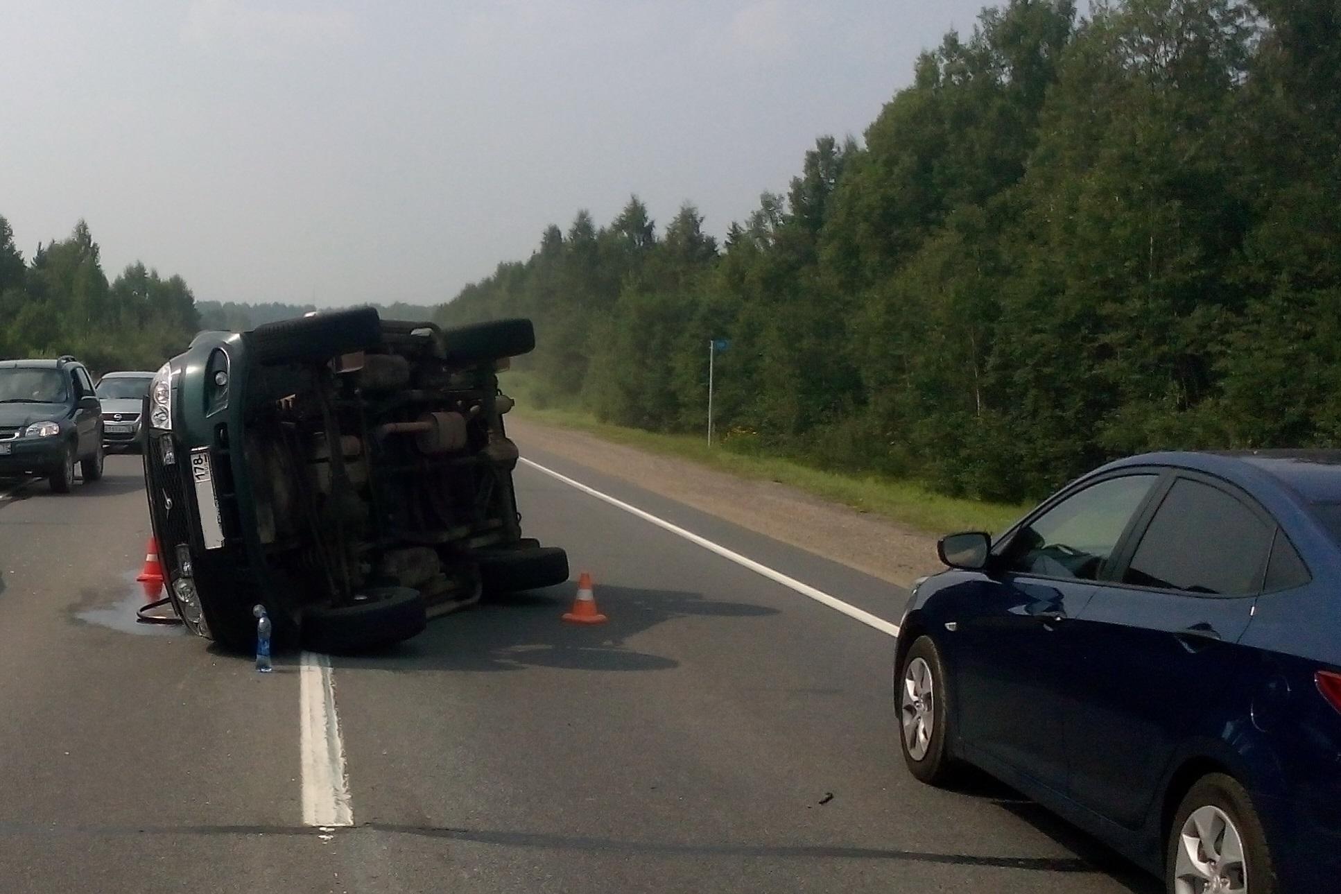 «УАЗ» перевернулся на трассе в Череповецком районе