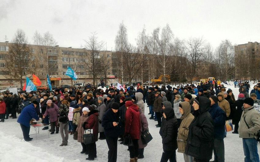 """На Всероссийском митинге в Вологде: """"Пока у меня сердце бьется, я буду бороться с этими негодяями!"""""""